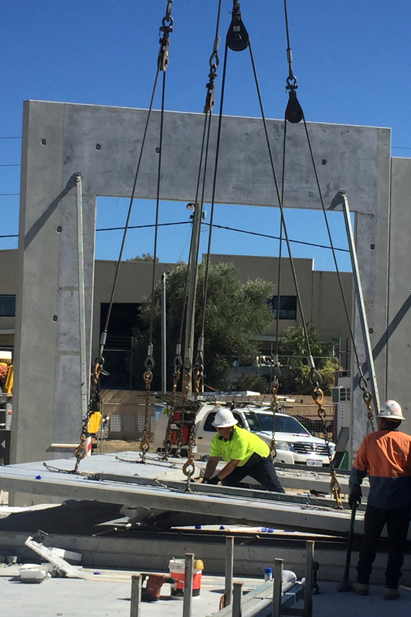 cncrete tilt panel construction